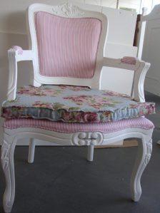poltrona-cadeira-amamentaco-decoraco-luiz-xv-com-almofada-14677-MLB3379132167_112012-F