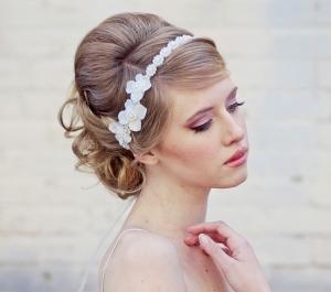penteado-de-noiva-com-tiara-flor