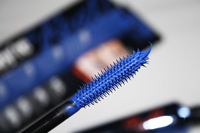 Blue-Mascara-Wand T REAL