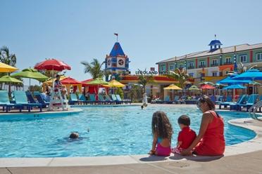 Hotel-Lego-Legoland-Orlando-Florida-Piscina-resort Carol